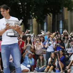 Rafael Nadal celebrates French Open win with Eiffel Tower photo shoot (10)