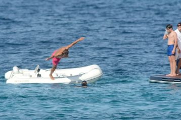 Rafael Nadal enjoys holiday with girfrliend Maria Francisca Perello (16)