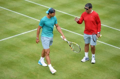 Tennis - Aegon Championships - Queens Club, London - 17/6/15 Spain's Rafael Nadal and coach Toni Nadal during a practice session Action Images via Reuters / Tony O'Brien Livepic