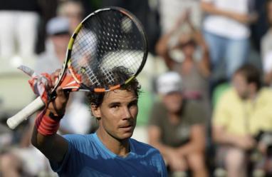 El tenista español Rafael Nadal celebra su victoria tras el partido de la segunda ronda del torneo de Stuttgart, que disputa contra el chipriota Marcos Baghdatis en Stuttgart, Alemania, hoy, jueves 11 de junio de 2015. EFE/Marijan Murat