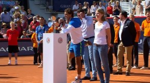 Rafael Nadal cramping during the trophy ceremony in Hamburg