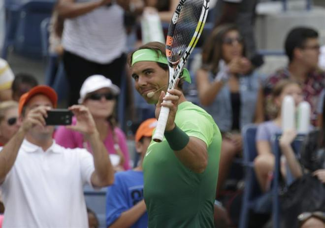 Tennis player Rafael Nadal of Spain greets the fans on Kids Day at the USTA Billie Jean King National Tennis Center in Flushing Meadows, in New York, New York ,USA, 29 August 2015. (España, Abierto, Tenis, Estados Unidos) EFE/EPA/PETER FOLEY