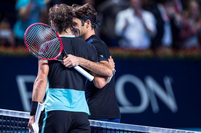 Switzerland's Roger Federer (R) celebrates after winning against Spain's Rafael Nadal (L) at the Swiss Indoors tennis tournament at the St. Jakobshalle in Basel, Switzerland, 01 November 2015. (Tenis, Suiza, Basilea) EFE/EPA/DOMINIC STEINMANN