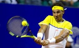 Rafael Nadal of Spain returns the ball to Juan Monaco of Argentina during the ATP Argentina Open in Buenos Aires, Argentina, Thursday, Feb. 11, 2016. (AP Photo/Natacha Pisarenko)