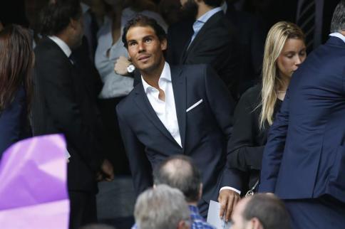 El tenista español Rafael Nadal asiste al partido de vuelta de las semifinales de la Liga de Campeones que Real Madrid y Manchester City juegan esta noche en el estadio Santiago Bernabéu, en Madrid. EFE/Kiko Huesca