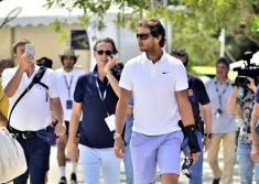 16/06/2016.- El tenista Rafa Nadal visita el estand de Tenis Academy situado en el Country Club de Santa Ponsa, donde se disputa el Torneo Mallorca Open. EFE/Atienza