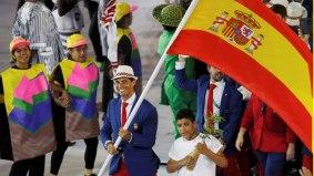 Rafael Nadal carries Spain's flag at Rio Olympics 2016