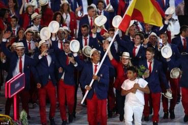 Rafael Nadal carries Spain's flag at Rio Olympics (4)
