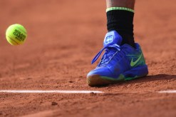 Spain's Rafael Nadal's shoe is seen as he plays against Austria's Dominic Thiem during their semifinal tennis match at the Roland Garros 2017 French Open on June 9, 2017 in Paris. / AFP PHOTO / GABRIEL BOUYS (June 8, 2017 - Source: AFP)