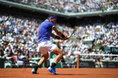 Spain's Rafael Nadal returns the ball to Switzerland's Stanislas Wawrinka during their men final tennis match at the Roland Garros 2017 French Open on June 11, 2017 in Paris. / AFP PHOTO / CHRISTOPHE SIMON (June 10, 2017 - Source: AFP)