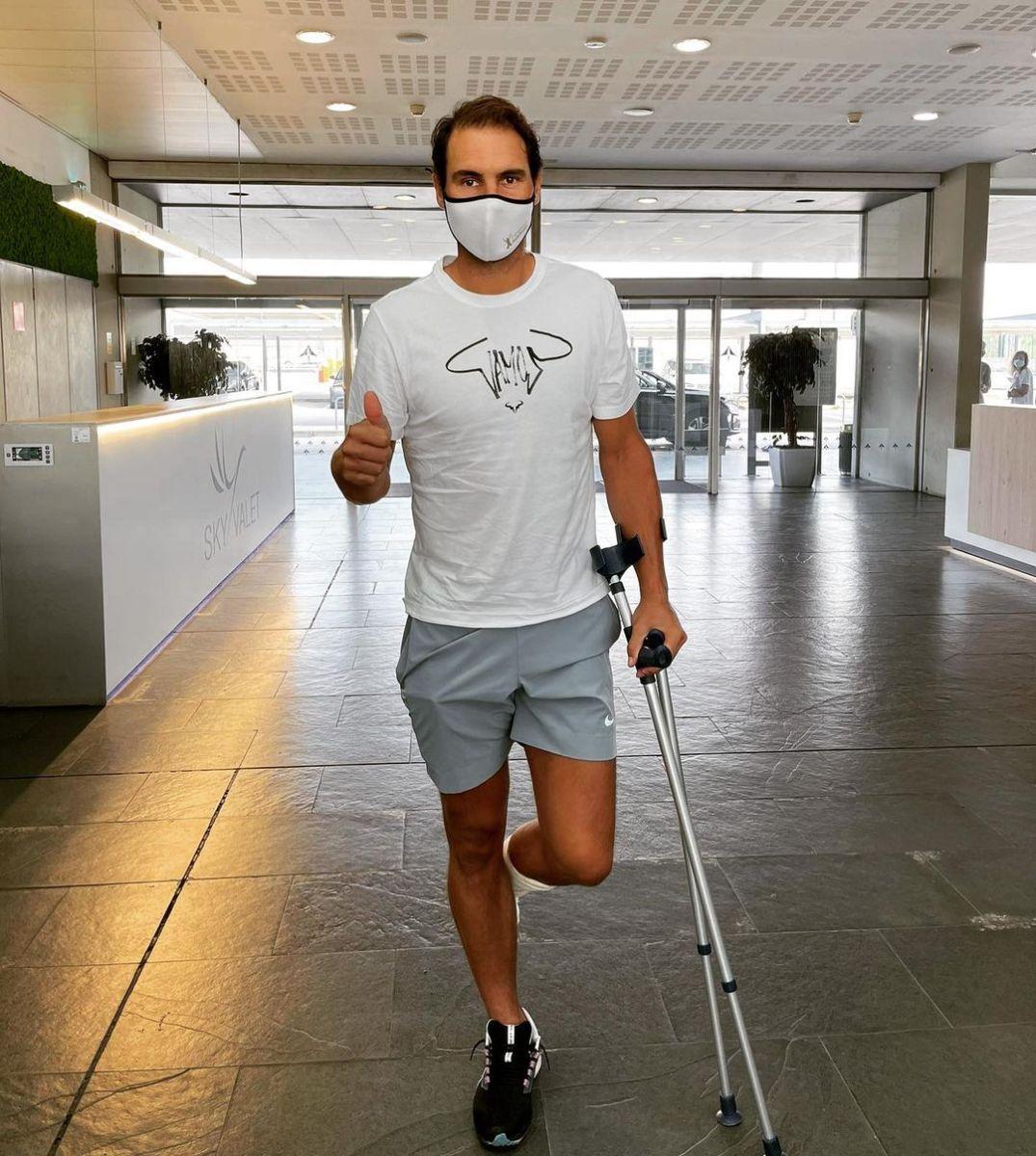 Rafael Nadal receives treatment for foot injury