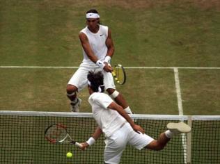 Peut-être LE sommet de la carrière hors normes du champion espagnol. Le 6 juillet 2008, Nadal et Federer s'affrontent pour la troisième fois consécutive en finale de Wimbledon.