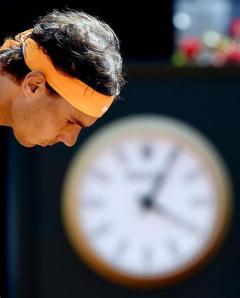 El tesnista español Rafael Nadal durante su partido ante el australiano Nick Kyrgios de octavos de final del Master 1000 de Roma disputado hoy, 12 de mayo de 2016, en Roma, Italia. EFE/Claudio Onorati
