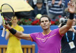 El tenista español Rafa Nadal celebra su victoria por 6-1 y 6-2 frente al brasileño Rogerio Dutra Silva tras ganar el partido jugado en la tercera jornada del Trofeo Conde de Godó en el Real Club de Tenis Barcelona. EFE