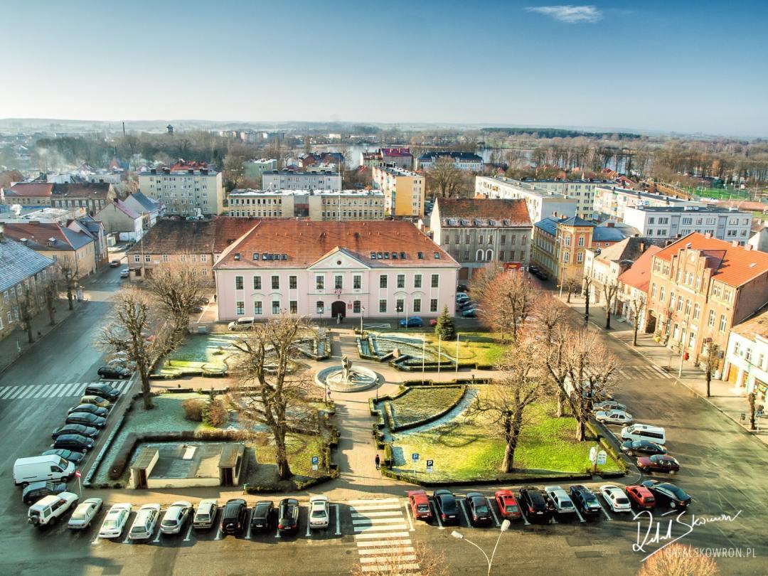 Ratusz w Myśliborzu przed 'reformą parkingową'