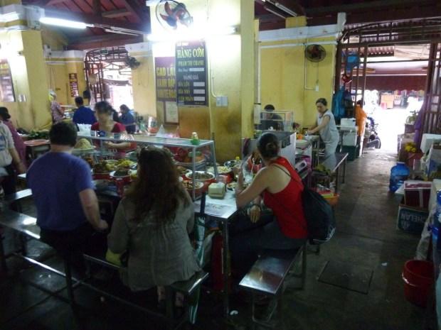 Mangiare in un food market: il mercato di Hoi An (Vietnam)