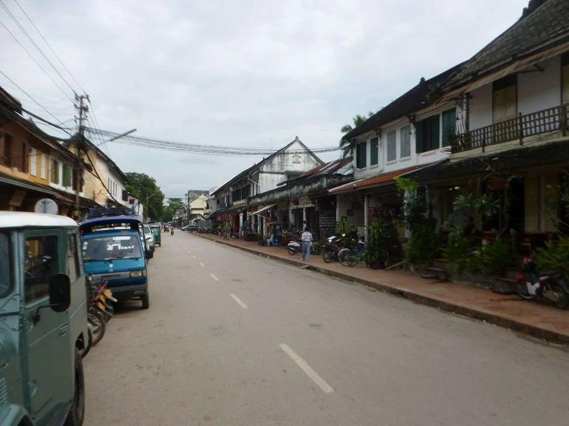 La via principale di Luang Prabang