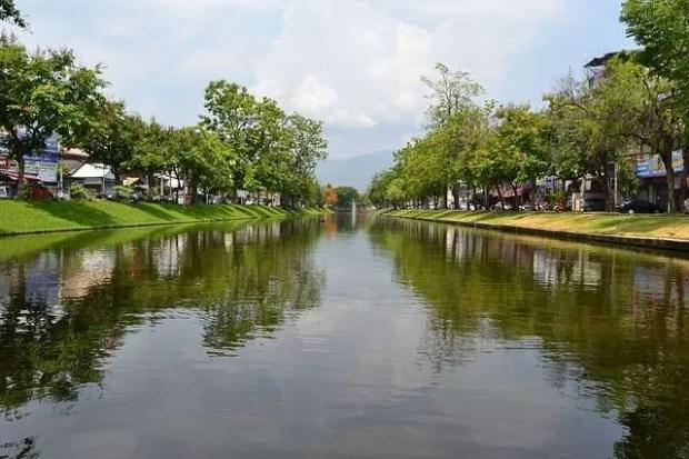 Chiang Mai - vista del canale che delimita il centro