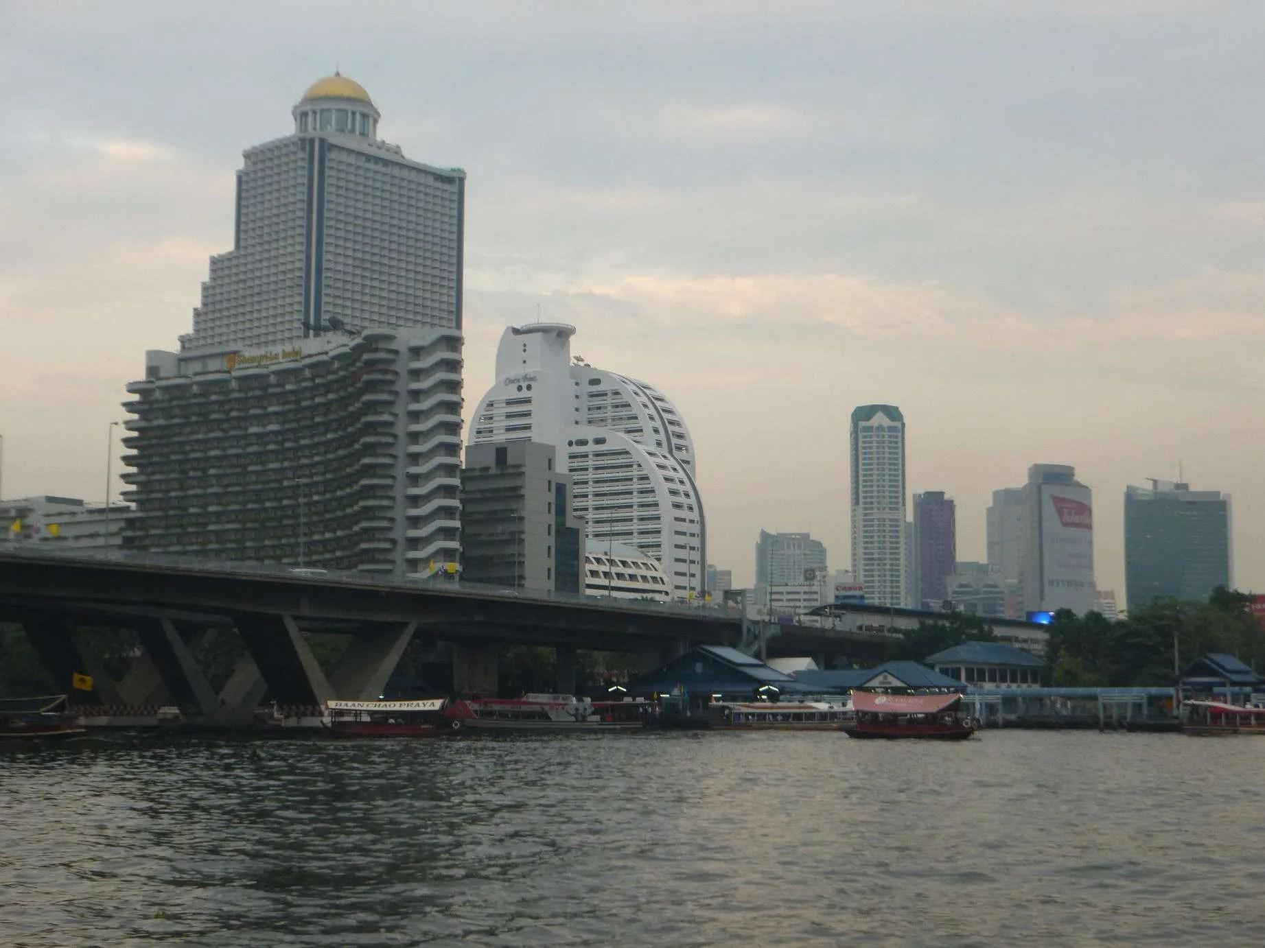 Dormire in un appartamento a Bangkok . Raf Around The World