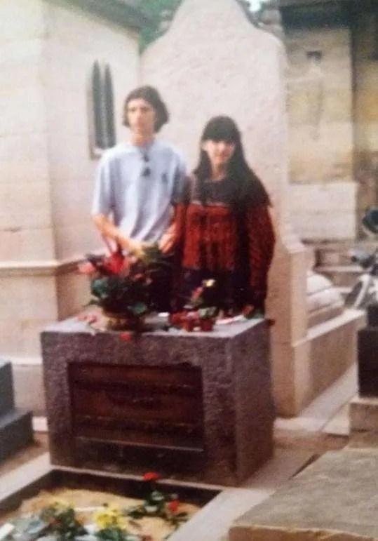 Viaggiare negli anni '90 - Parigi - Omaggio alla Tomba di Jim Morrison - 1995