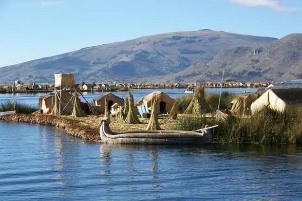 Un'isola galleggiante degli Uros