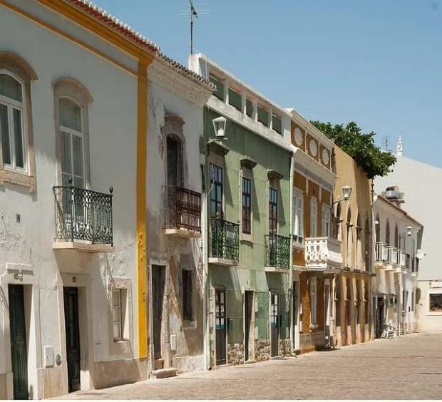 Cosa vedere in Algarve: una strada di Tavira