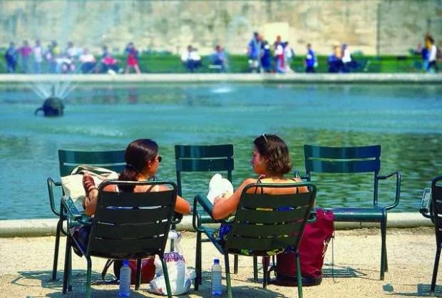 Parchi e giardini di Parigi: le famose sedie ai Jardin du Luxembourg