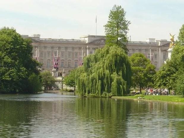 Vista di Buckingham Palace dal ponte del St James's Park