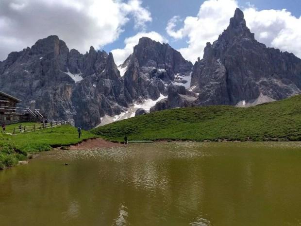 La Baita Segantini e il suo laghetto