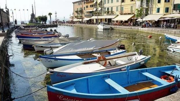 Uno scorcio del porto canale di Lazise