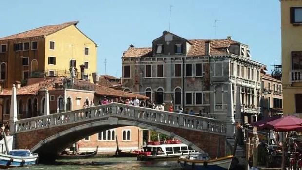 Il Ponte delle Guglie nel sestiere di Cannaregio a Venezia