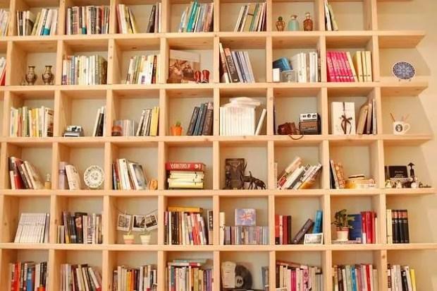 Una libreria a parete