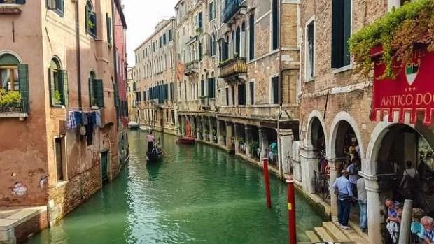 Scoprire Venezia attraverso i suoi canali
