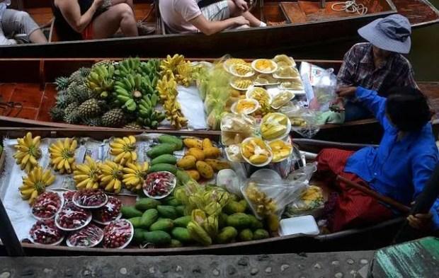 Tornare a Bangkok per visitare un mercato galleggiante