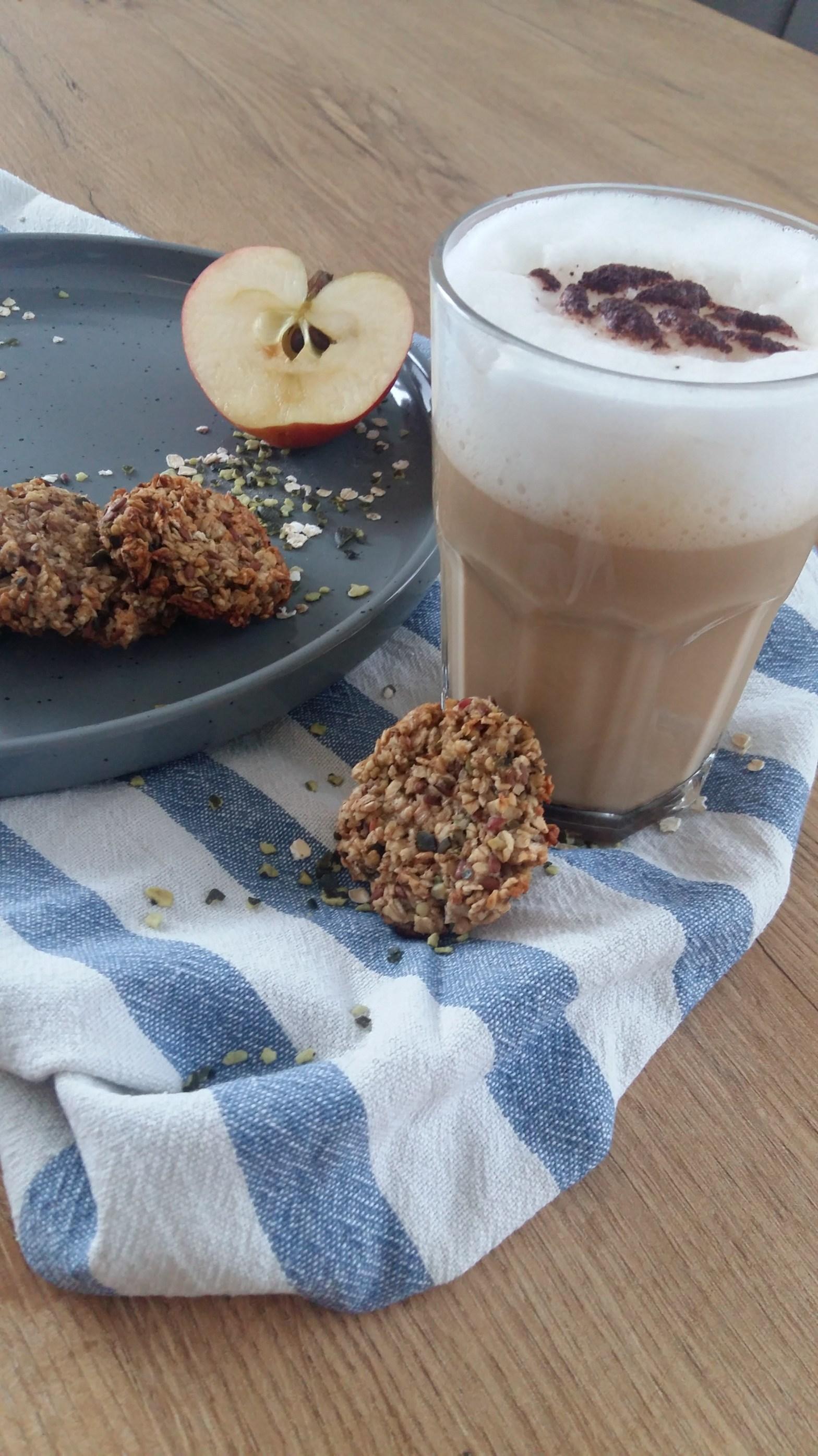 Kekse aus Haferflocken und Apfel
