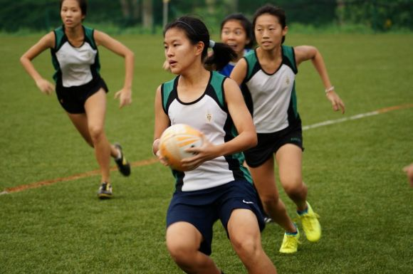 Louisa Ng in action, backed by team mates Celeste Tan and Cherlyn Seah