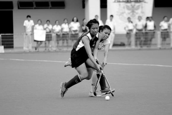 Phoebe Neo, captain of the girls' team, fending off an opponent