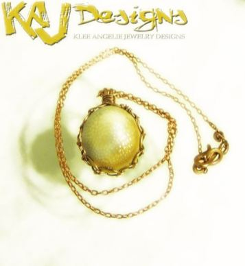 sunny-side-shell-pendant-necklace