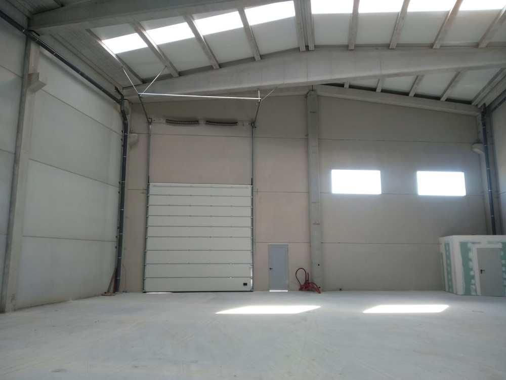 Instalación de puertas seccionales industriales Novoferm en Vilagarcía de Arousa 2