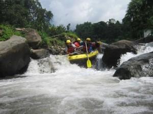 rafting pacet Mojokerto di Sungai Kromong telah menjadi daya tarik wisata,www.rafting-pacet.com,081334664876
