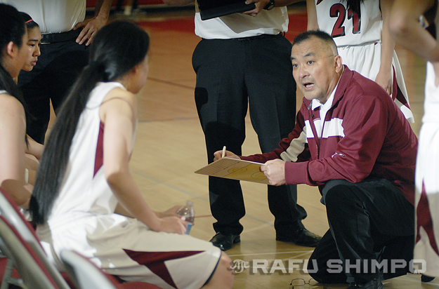 During a Feb. 23, 2013 CIF playoff game, Joe Kikuchi goes over a play with his Keppel team in Alhambra. (MIKEY HIRANO CULROSS/Rafu file)