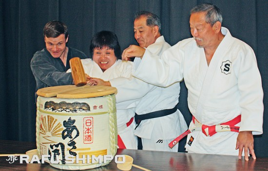 Breaking the ceremonial cask of sake, from left: UCLA Martial Arts program director Paul McCarthy, Sensei Eiko Shepherd, Taishi Judo Club director Rob Oishi, Sawtelle Dojo instructor Kenji Osugi. (GWEN MURANAKA/Rafu Shimpo)