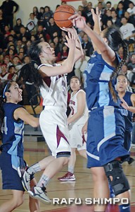 Averaging 12.1 points and 12.2 assists per game, Saiki said her goal is to get to the CIF finals after two years of falling one game short. (MIKEY HIRANO CULROSS/Rafu Shimpo)