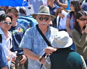 Mas Okui (center) at the 43rd annual Manzanar Pilgrimage on April 28, 2012. Photo by Mark Kirchner/Manzanar Committee