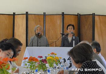 合吟「海南行」を初披露した稲岡福子さん(左)と渡辺久子さん