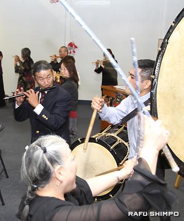 新年会のクライマックスのねぶた囃子の演奏