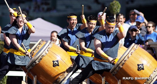 L.A. Matsuri Taiko performed both prior to and following the Grade III $100,000 Tokyo City Cup.
