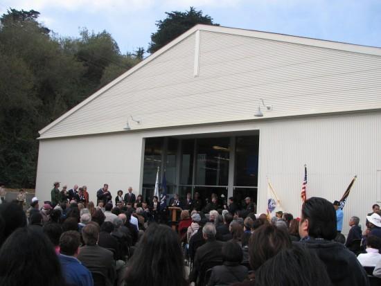 Dedication of the MIS Historic Learning Center in 2013. (J.K. YAMAMOTO/Rafu Shimpo)