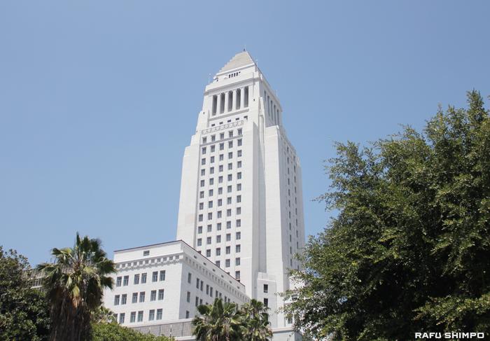 ロサンゼルス市議会は最低賃金引き上げ案を暫定的に承認。近く最終投票が行われる