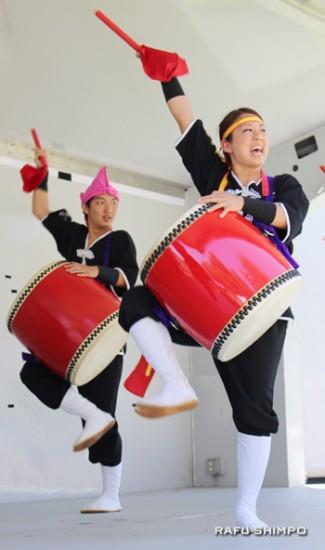 琉球國祭り太鼓、ロサンゼルス支部のメンバーによりダイナミックな踊り
